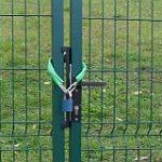 Dva zámky na bráne