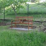 Oddychová lavička so stolčekom
